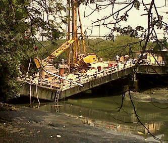 Colapsó puente de las Monjas de Urdesa