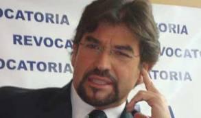 Carlos Vera suspende recolección de firmas de la revocatoria del mandato