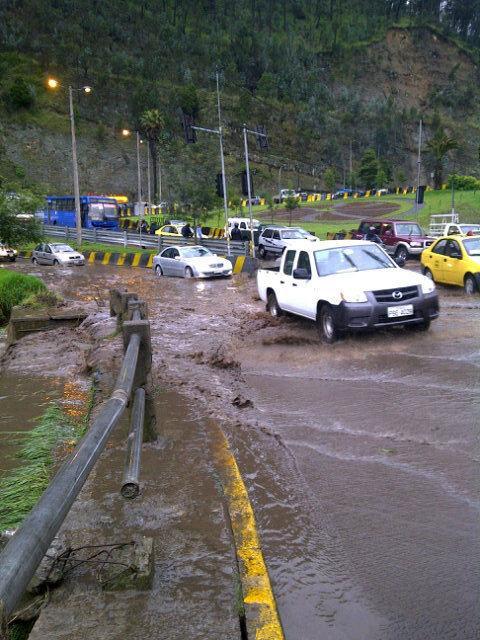 derrumbe en la vía a Los Chillos