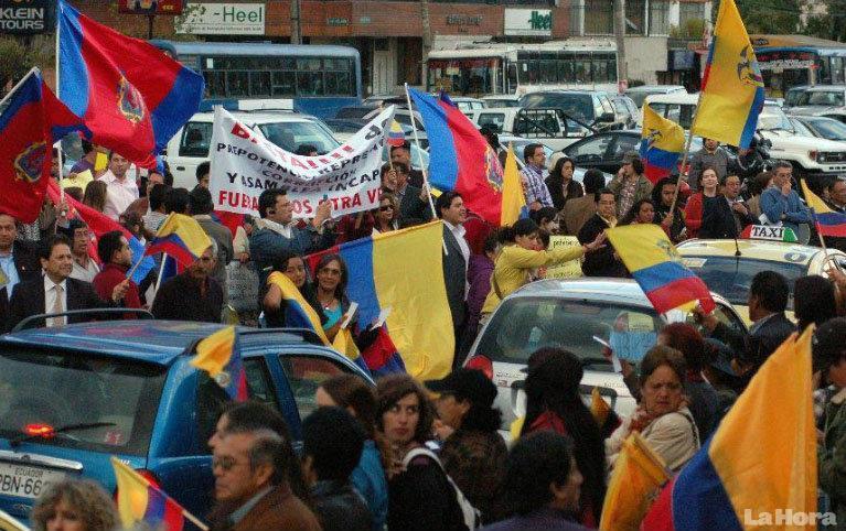 opositores a Rafael Correa