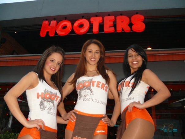 hooters ecuador