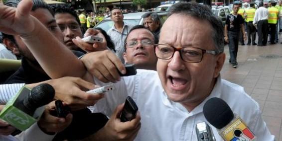 Emilio Palacio recibió asilo político en Estados Unidos