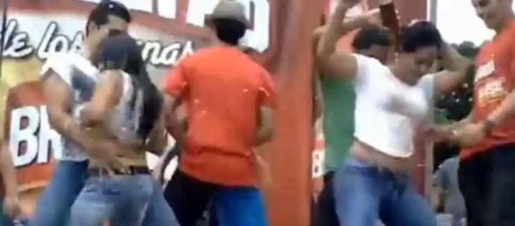 video camisetas mojadas estudiantes universidad catolica guayaquil