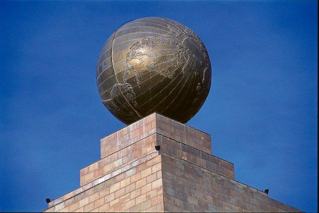 monumento mitad mundo