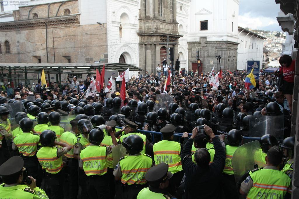 manifestantes en Quito agosto 2015