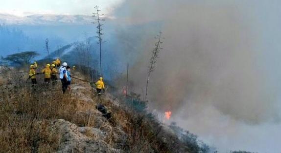 2 bomberos murtos incendio puembo