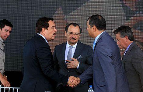 Correa y Nebot saludaron el 9 de octubre de 2015 en Guayaquil