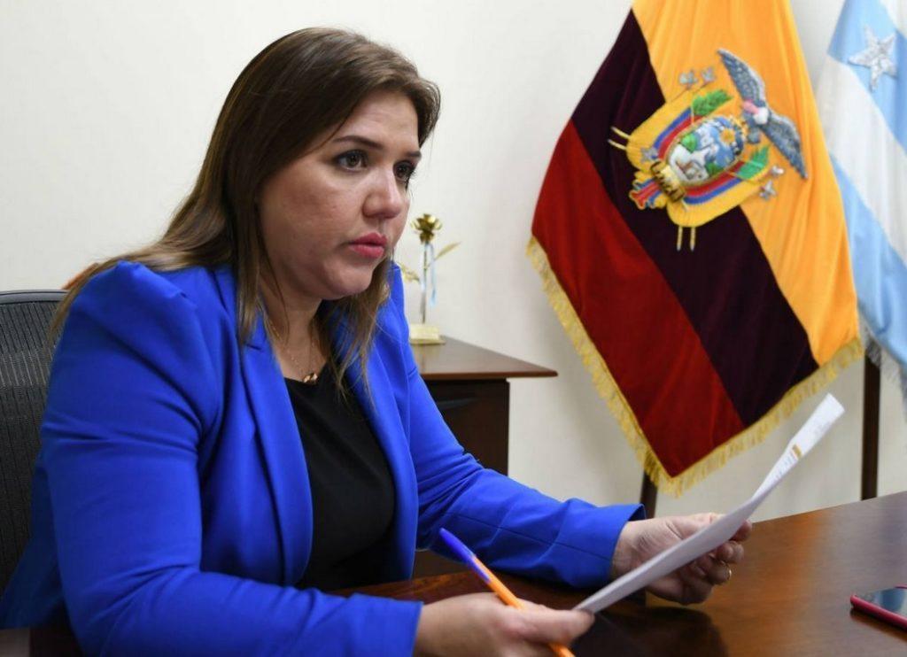María Alejandra Vicuña renunció