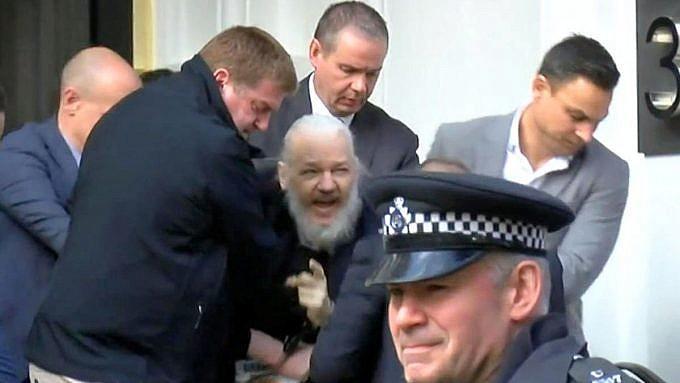 expulsan a Julian Assange de la embajada de Ecuador en Londres
