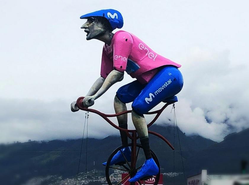 Redondel del Ciclista se adorna con la maglia rosa