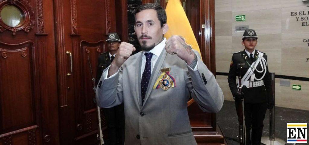 Marlon Vera fue condecorado en Ecuador
