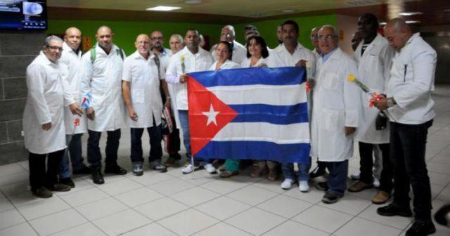 Médicos cubanos se irán del Ecuador