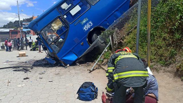 bus accidento escuela Jorge Mantilla en Quito