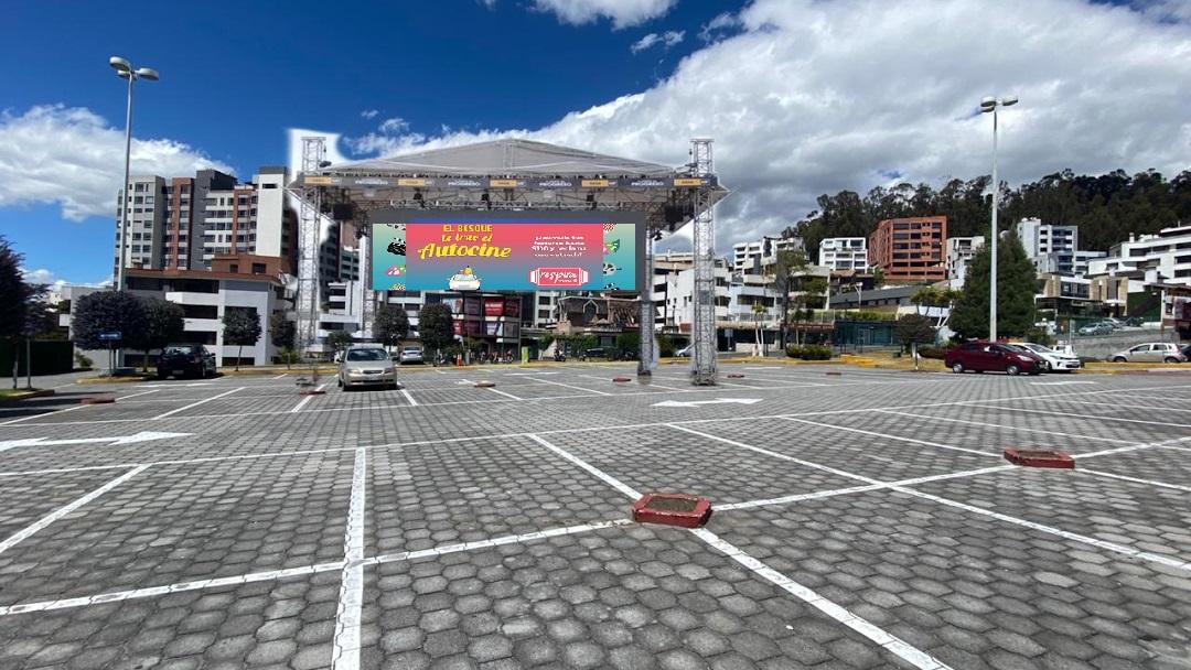 El Centro Comercial el Bosque abre un autocine en Quito ...