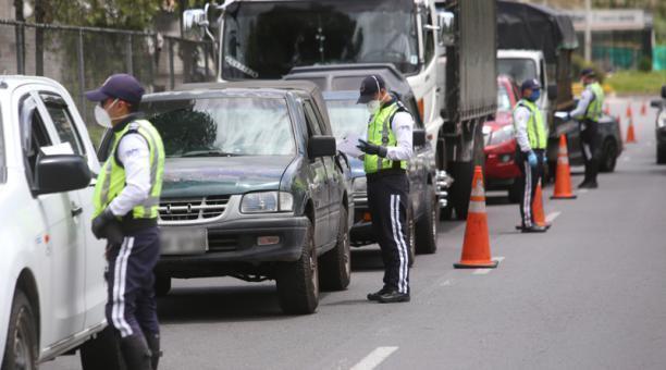 que autos circulan hoy en Quito