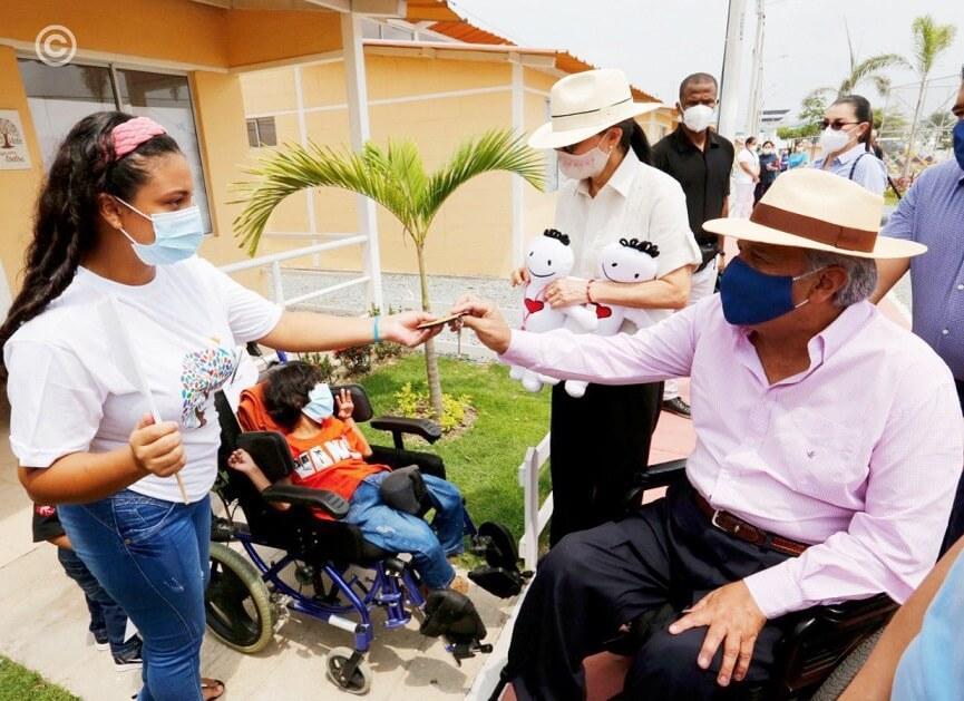 lenin moreno entrego viviendas en ecuador